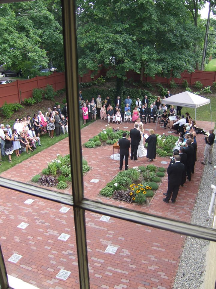 wedding-in-garden